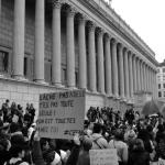 Pancarte devant Palais de Justice